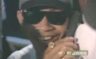 Capture d'écran du clip de Tag Team - Whoomp! (There it is), dans lequel certains croient reconnaître Barack Obama)