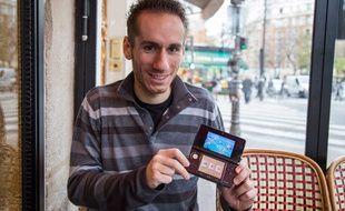 Armé de sa Nintendo 3DS et de son stylet, Yohan, fan de Pokémon est allé affronter d'autres joueurs au championnat du monde en août dernier.