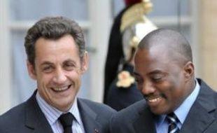 Le président Nicolas Sarkozy est venu défendre jeudi à Kinshasa ses propositions de paix, très controversées sur place, en vue d'un règlement du conflit qui ravage depuis des années l'est de la République démocratique du Congo.