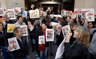 Une soixantaine de salariés manifeste devant L'Express vendredi 2 octobre 2015