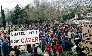 Des milliers de manifestants se sont réunis à Barjac pour s'opposer au projet d'exploitation du gaz de schiste