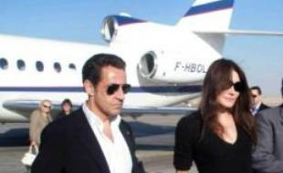 Le président français Nicolas Sarkozy et sa nouvelle compagne, l'ex-mannequin et chanteuse Carla Bruni, sont arrivés mardi main dans la main au Old Winter Palace, un hôtel de luxe de Louxor où ils ont débuté un séjour privé.