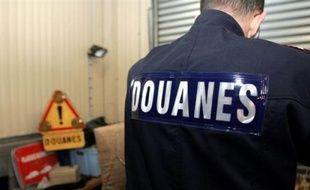 Le déficit commercial s'est réduit en 2015 en France, selon les Douanes