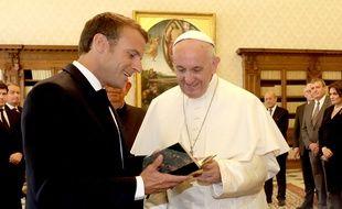 Le président Macron a offert une édition de 1949 du «Journal d'un curé de campagne» de Georges Bernanos au pape François.