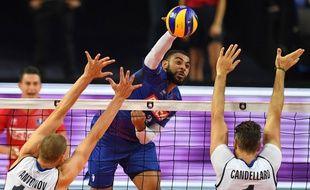 Earvin Ngapeth, ici contre l'Italie, s'est bien remis de sa blessure et va pouvoir aider les Bleus lors de l'Euro de volley 2019.