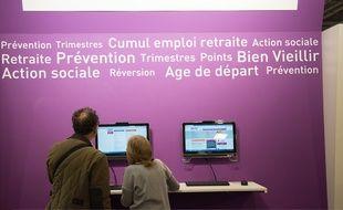 Le stand de l'Agirc et de l'Arrco ai salon des séniors Porte de Versailles.Credit:WITT/SIPA