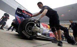 La voiture du pilote Red Bull, Sebastian Vettel, après la première scéance des essais libres du Grand Prix de Chine, à Shanghai, le 15 avril 2011.