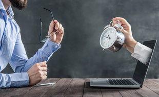 L'accomplissement d'heures supplémentaires est encadré par la loi ou par un accord collectif.