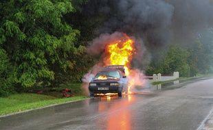 L'assurance au tiers étendu intègre à la responsabilité civile obligatoire tout en couvrant d'autres sinistres, comme le bris de glace, le vol ou l'incendie.