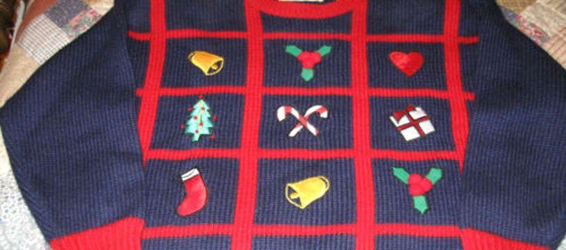 Un superbe pull de Noël, idéal à porter au bureau pour détendre tout le monde.