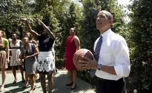 Barack Obama jouant au basket en 2009 (illustration).