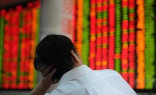 La maison de courtage chinoise Everbright Securities a annoncé jeudi la démission de son président, quelques jours après une série d'ordres erronés émis par la firme qui avaient fait bondir l'indice de la Bourse shanghaïenne.