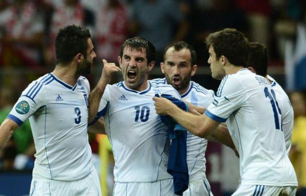 La Grèce, pays plongé dans une crise économique terrible, a déjoué tous les pronostics et s'est qualifié en quarts de finale de l'Euro-2012, en éliminant le grand favori du groupe A, la Russie, battu 1 à 0 samedi à Varsovie. – Aris Messinis afp.com