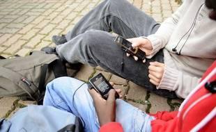 Des éléèves s'en sont pris à des professeurs qui avaient confisqué leur téléphone