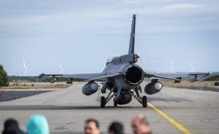Un avion F16 à la recherche d'un avion cargo disparu au large du Chili.