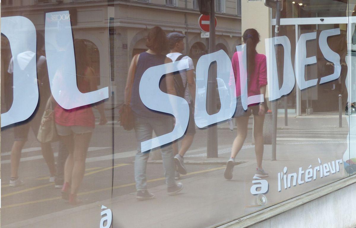 Illustration d'une enseigne lyonnaise pendant les soldes d'été à Lyon – Elisa Riberry / 20 Minutes