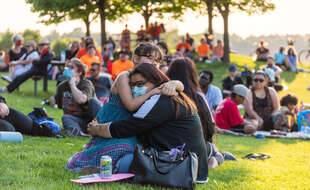 Le 4 juin 2021, un rassemblement s'est tenu à Toronto (Canada) en mémoire de 215 enfants autochtones tués dans les pensionnats