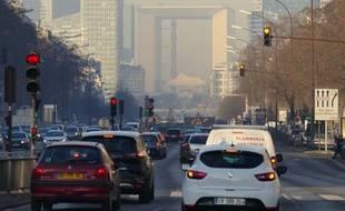 Vue sur la Défense depuis le pont de Neuilly, le 22 janvier 2017.