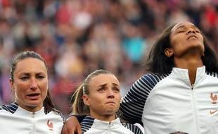 L'arrière droite Marion Torrent a les larmes aux yeux durant «La Marseillaise», le 7 juin 2019, au Parc des Princes.