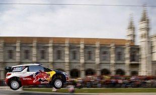Sébastien Loeb, au volant de la Citröen DS3, est sorti de la route dans l'ES3 du rallye du Portugal jeudi soir et ne pourra pas poursuivre la course en raison de l'état de sa voiture, a-t-on appris auprès de son écurie.