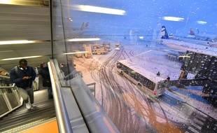 Illustration de l'aéroport d'Orly sous la neige