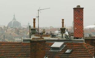 L'antenne relais de Bouygues Telecom, cachée derrière une cheminée factice, près de l'école Gerson, a été jugée inoffensive par la cour d'appel de Lyon. Le 3 février 2011