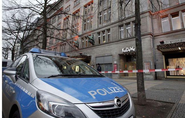 Allemagne: Un jeune homme de 17 ans soupçonné de préparer un attentat arrêté dans actualitas dimanche 648x415_voiture-police-berlin-20-decembre-2014-illustration