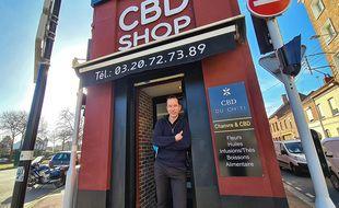 François Debus, restaurateur, s'est mis a la vente de CBD.