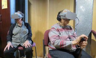 Munis de casques de réalité virtuelle, des résidents d'un Ehpad de Rennes ont assisté en direct à la messe des Rameaux ce dimanche matin.