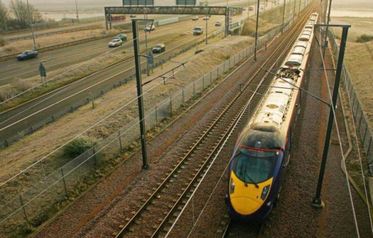 Le gouvernement britannique a annoncé lundi un programme de modernisation des infrastructures du réseau ferroviaire présenté comme le plus important depuis 150 ans, prévoyant un investissement de 9,4 milliards de livres entre 2014 et 2019. – Carl de Souza afp.com