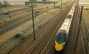 Le gouvernement britannique a annoncé lundi un programme de modernisation des infrastructures du réseau ferroviaire présenté comme le plus important depuis 150 ans, prévoyant un investissement de 9,4 milliards de livres entre 2014 et 2019.