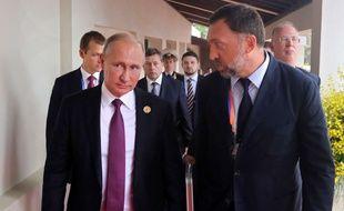 Le président russe Vladimir Poutine et Oleg Deripaska, le 10 novembre 2017 au sommet de l'APEC, au Vietnam.
