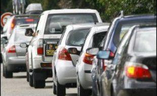 Les Français ont moins pris leur voiture en 2005 qu'auparavant: pour la première fois depuis près de 30 ans, la circulation des véhicules particuliers a diminué sous l'effet de la hausse des carburants et du développement de l'offre de transports collectifs.