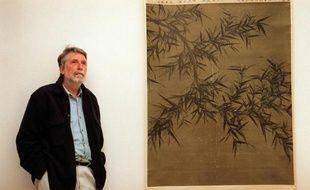 L'auteur Pierre Ryckmans, dit Simon Leys, le 1er avril 1998 à son domicile à Canberra