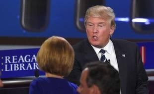 Carly Fiorina (de dos) et Donald Trump, lors du second débat télévisé républicain, le 16 septembre 2015.
