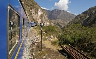 Le wagon panoramique du train ralliant Cuzco à Puno permet de prendre conscience de la démesure andine.