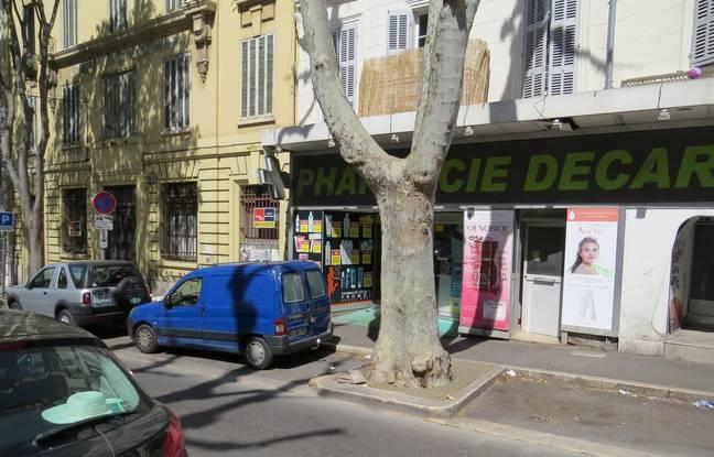 La première interpellation s'est produite boulevard National, devant cette pharmacie.