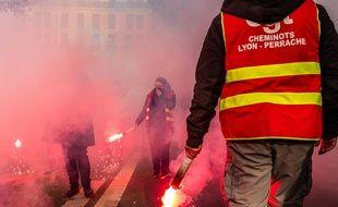 Des cheminots en grève à Lyon, le 12 décembre 2019.