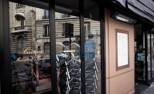 Un restaurant fermé en raison du confinement, à Paris le 4 novembre 2020.