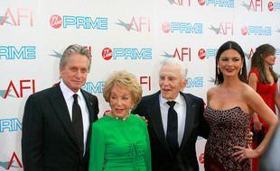 La famille Douglas, de gauche à droite: Michael, Anne, Kirk et Catherine Zeta-Jones