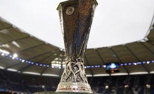Le trophée de l'Europa League, lors de la finale de l'édition 2009-2010 à Hambourg, le 21 mai 2010.