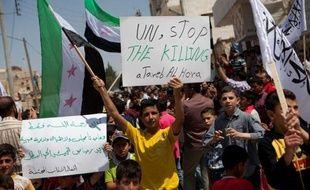 Vingt et un membres des forces de sécurité ont été tués mercredi à l'aube dans la région d'Alep dans le nord de la Syrie et à Harasta, une banlieue de Damas, a indiqué l'Observatoire syrien des droits de l'Homme (OSDH).