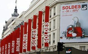 Photo de la façade du grand magasin le BHV à Paris