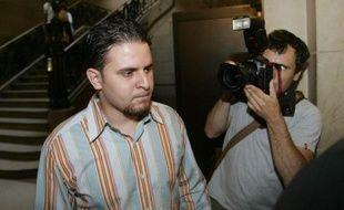 Mourad Benchellali, l'un des deux ex-détenus français de Guantanamo qui réclament l'audition de l'ancien commandant de la base américaine, en juillet 2006 lors de son procès à Paris