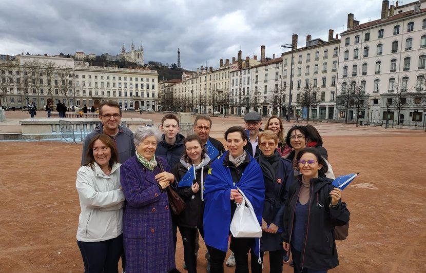 Lyon: Une mère de famille se lance le défi parcourir 750 kilomètres à pied jusqu'à Bruxelles pour inciter les citoyens à voter