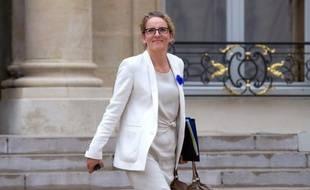 """Delphine Batho, ministre de l'Ecologie et de l'Energie, a assuré mardi que le """"calendrier d'une ouverture en 2016"""" du réacteur EPR en construction à Flamanville (Manche) serait """"tenu"""", au lendemain de l'annonce par EDF d'un surcoût de 2 milliards d'euros."""