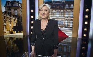 """Le ministre de l'Intérieur Claude Guéant a affirmé mercredi qu'il serait """"normal"""" que la candidate FN Marine Le Pen à l'Elysée """"soit présente dans la compétition"""" présidentielle"""