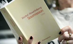 """La couverture du nouveau roman de Michel Houellebecq, """"Soumission"""", le 16 décembre 2014 à Paris"""