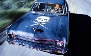 Kurt Russel dans «Boulevard de la mort» de Quentin Tarantino. Il incarne Mike, cascadeur balafré et inquiétant, sur les traces des night-clubbeuses de la ville...