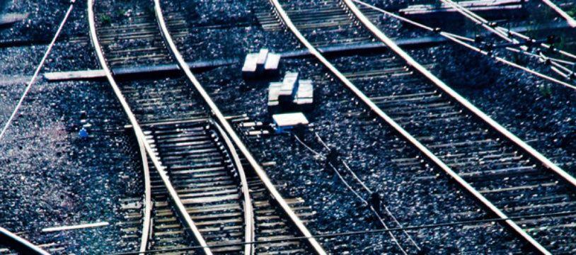 Le voleur se rendait la nuit à la station Krasnoïe Selo à Saint-Pétersbourg pour commettre ses vols. (Illustration)